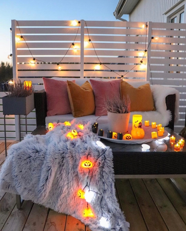 Halloween decor trends flying paper bats Outdoor decor