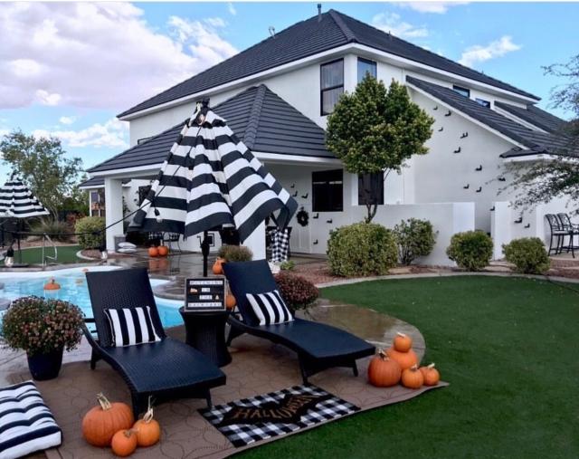 Halloween decor trends flying paper bats Outdoor decor