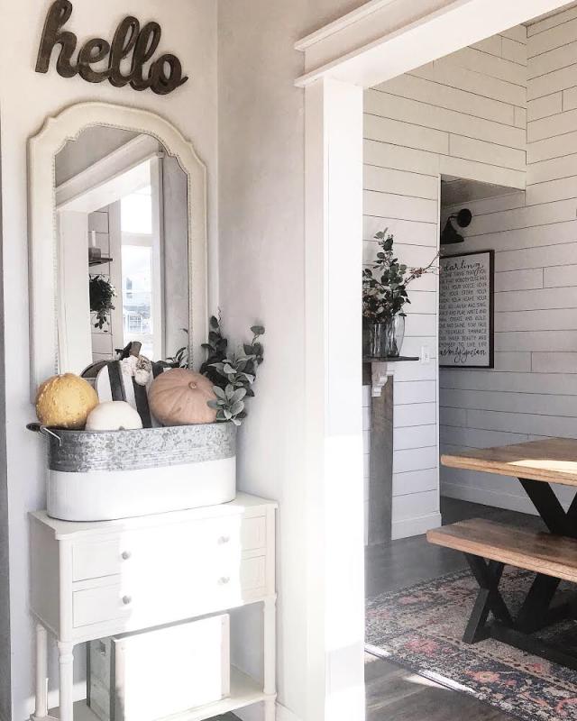 Modern Farmhouse entry