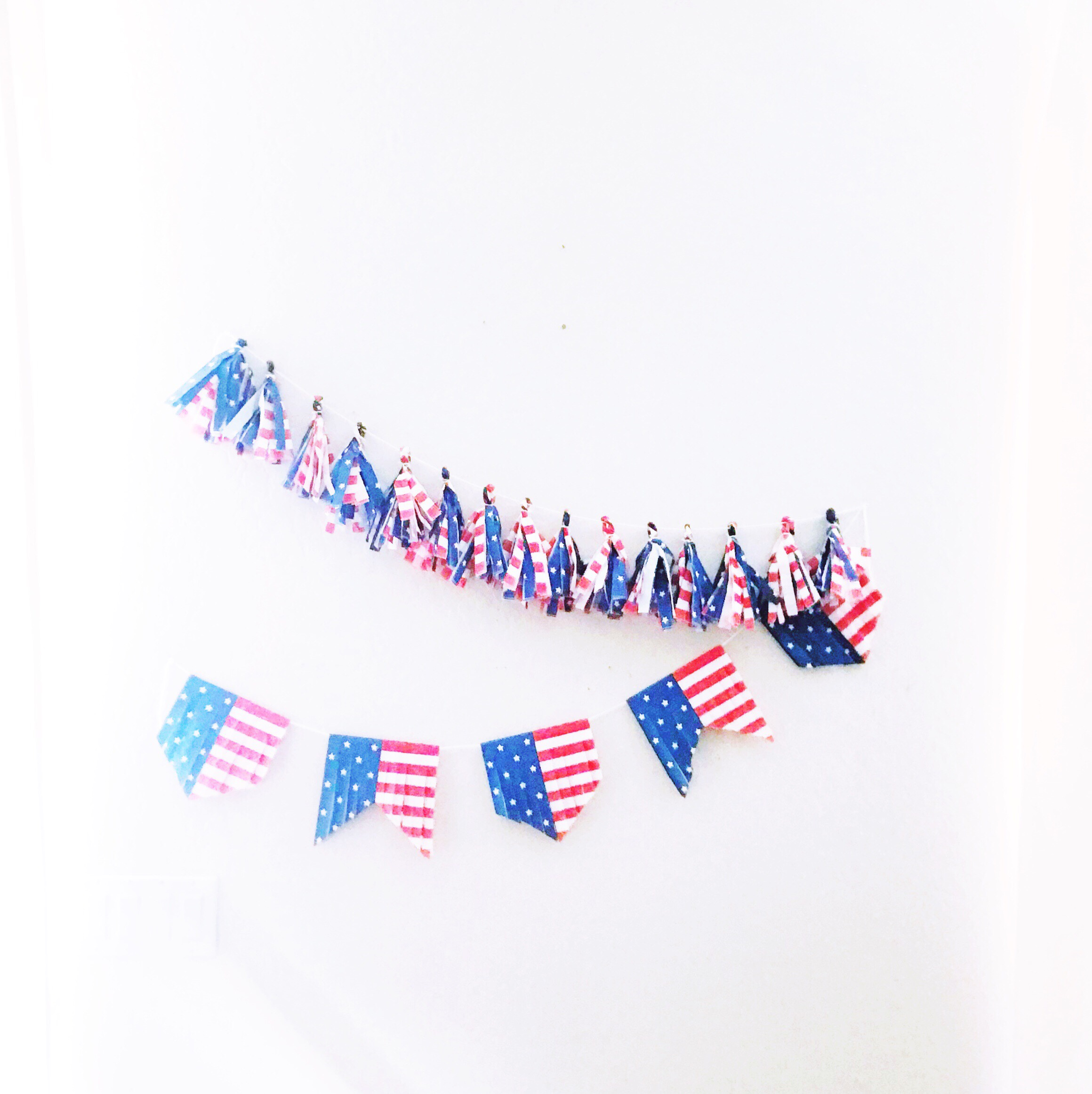 DIY paper napkin garland, DIY Paper Napkin tassels garland, DIY 4th of July Banner, DIY 4th of July Garland, 4th of July decorations